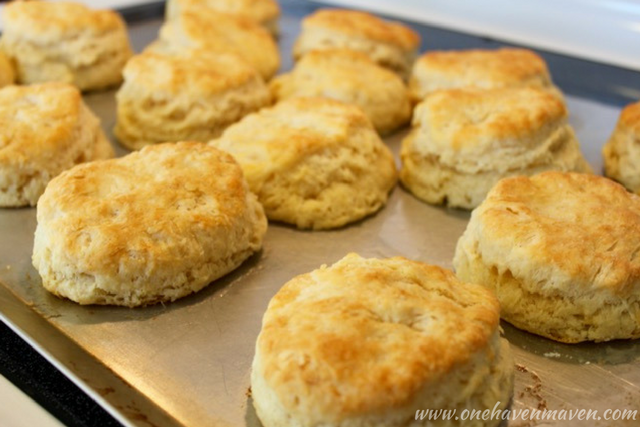 CHRISTMAS BREAKFAST SERIES: DAY TWO-FLUFFY CLOUD BISCUITS. Look no further for the perfect Christmas breakfast.