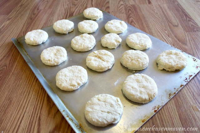 CHRISTMAS BREAKFAST SERIES: DAY TWO-FLUFFY CLOUD BISCUITS. Look no further for the perfect Christmas breakfast. Find it here.