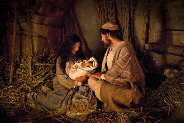 Here are some easy ideas for how to have a Christ-centered Christmas this year.